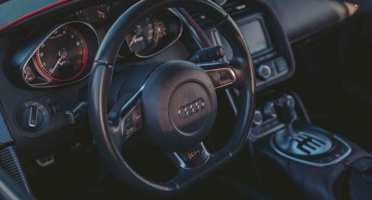Elegant 2011 Audi R8