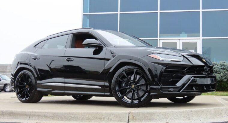 Striking 2019 Lamborghini Urus 4WD